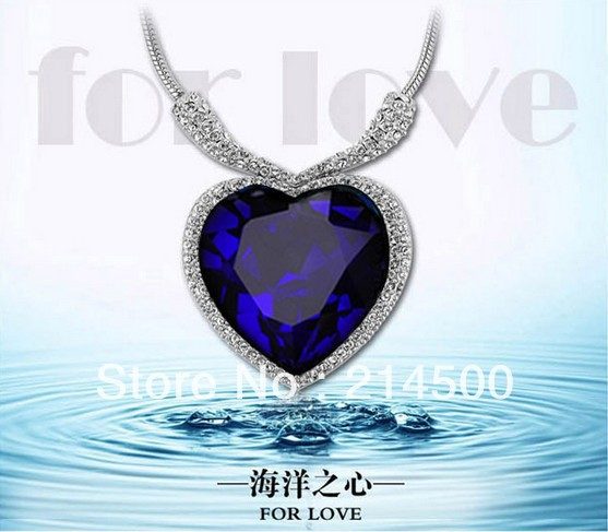-Blue-Diamond-necklace-for-woman