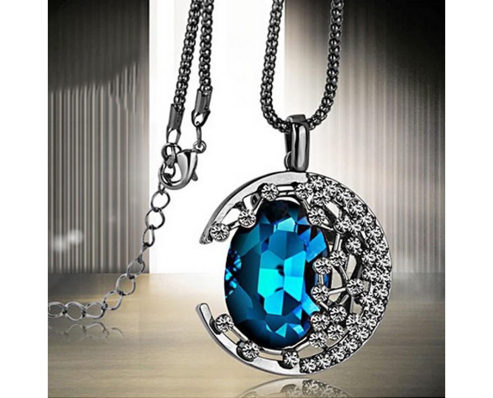 Crystal-Moon-necklace-for-woman