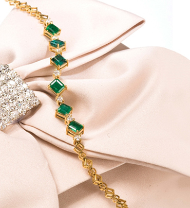 Emerald-and-Diamond-anlets-for-woman