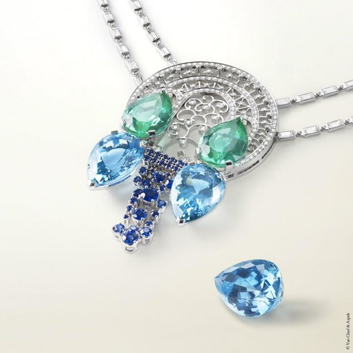 Pear-shaped aquamarine-neclace-for-woman