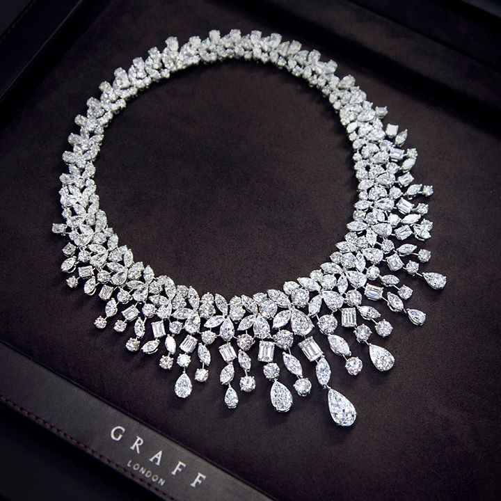 beautiful-diamond-necklace-for-woman