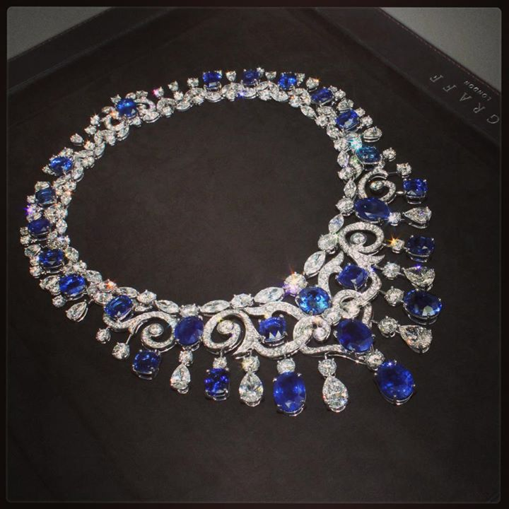 beautiful-diamonds-and-deep-blue-sapphires-necklace