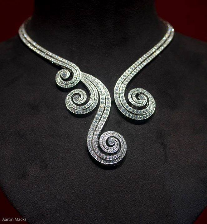 elegant-diamond-necklace-for-woman
