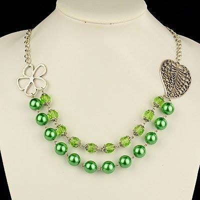 green-pearl-necklace-for-woman