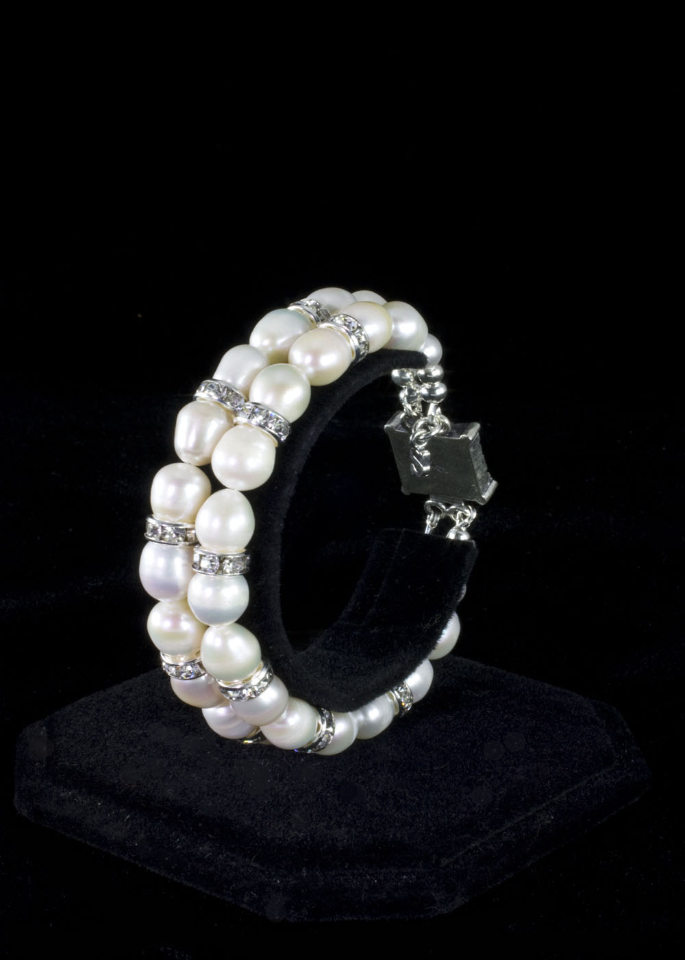 pearl-bracelets-for-women