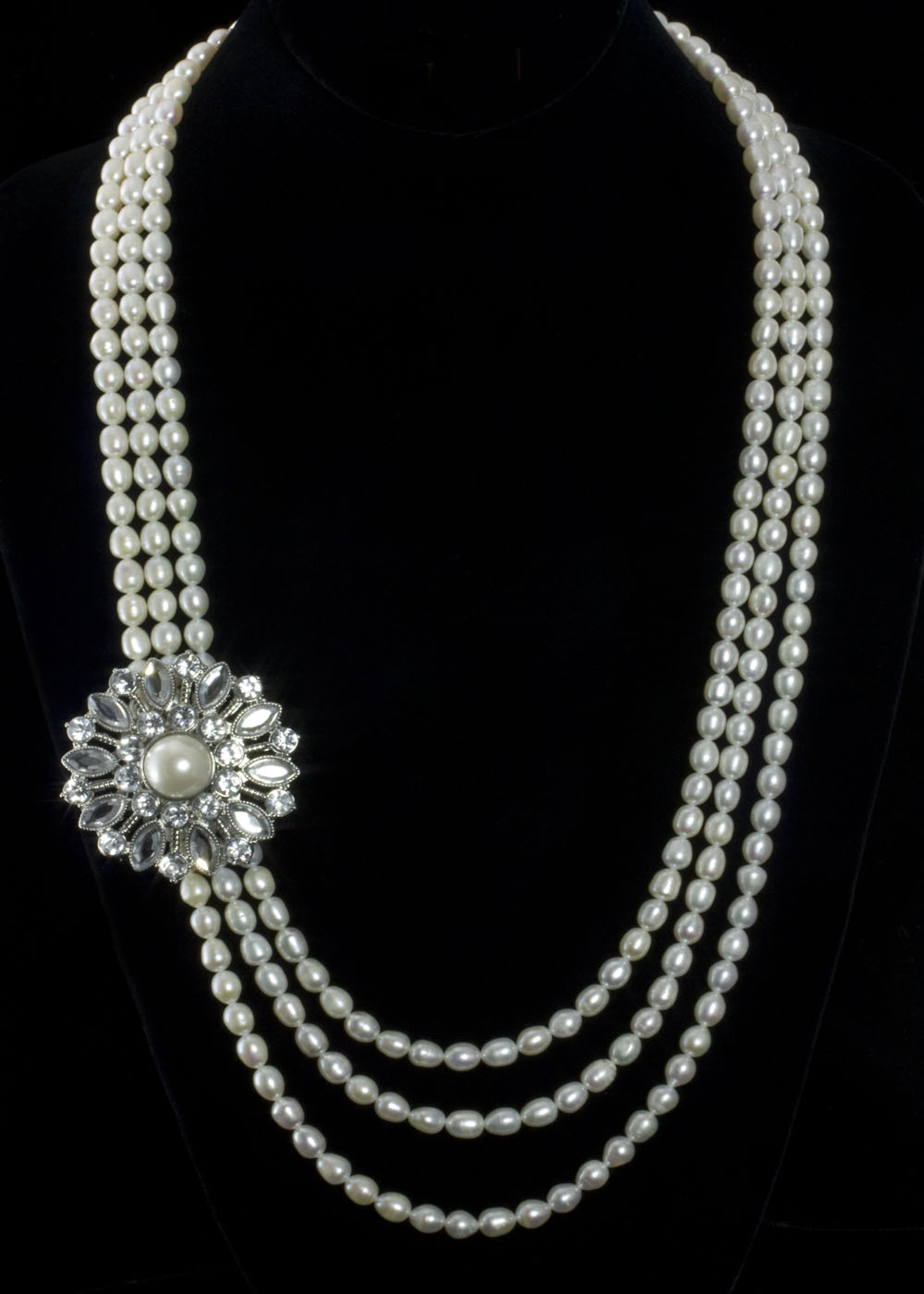pearl-necklace-for-woman