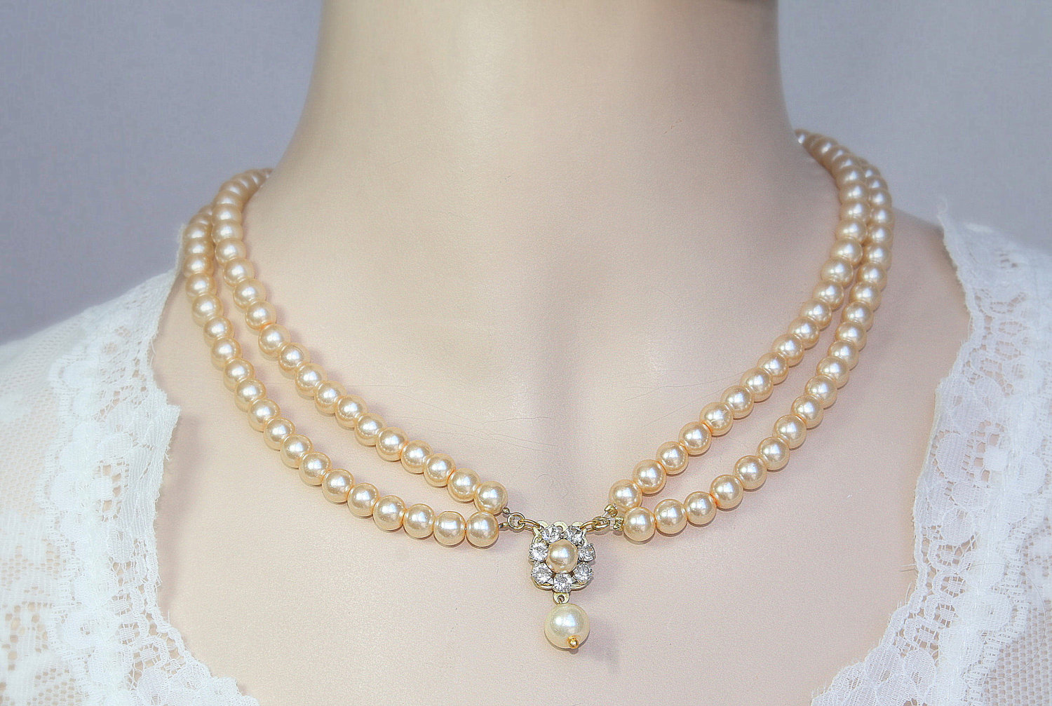 pearl-woman-necklace