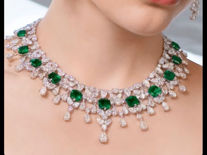 stunning-green-necklace-for-woman