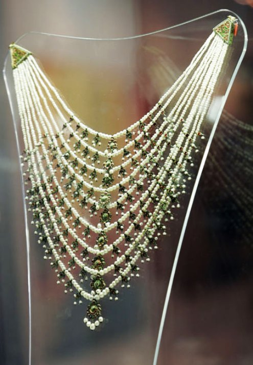umm-kulthums-pearl-necklace