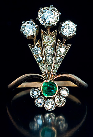 Epoque-Plume-emerald-rings