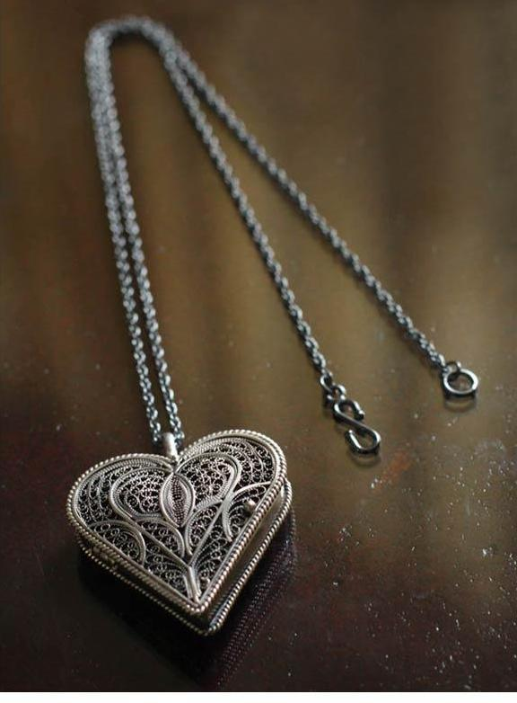 Filigree-heart-necklace