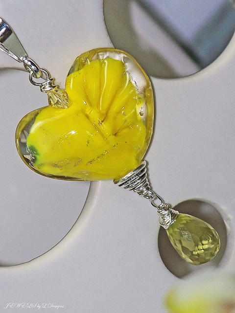 LEMON-tWIST-heart-necklace