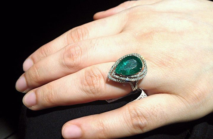 Pear-shaped-emerald-rings