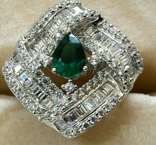 SOLITAIRES-emerald-rings