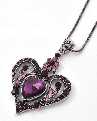 VICTORIAN- GOTHIC-STYLE-heart-necklace