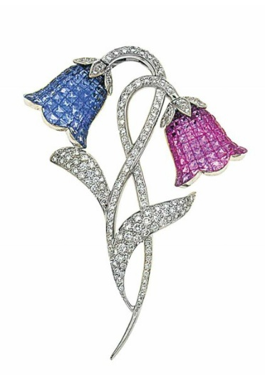 bell-shaped-flowerhead-brooches