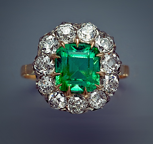 flower_emerald_rings