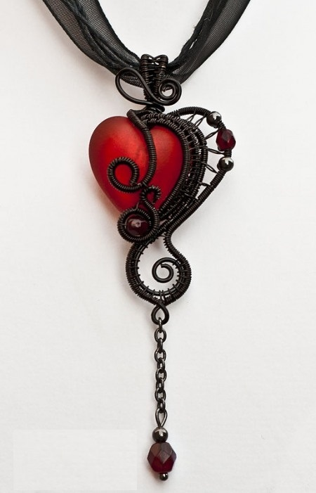 lace-heart-necklace