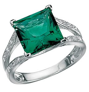 prince-cut-emerald-rings