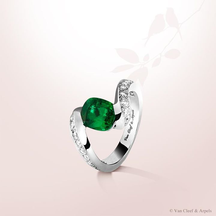 solitaire-emerald-rings