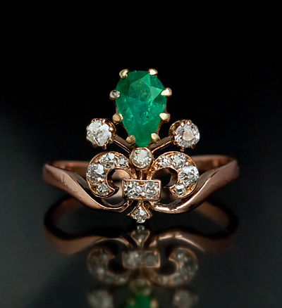 tiara-emerald-rings